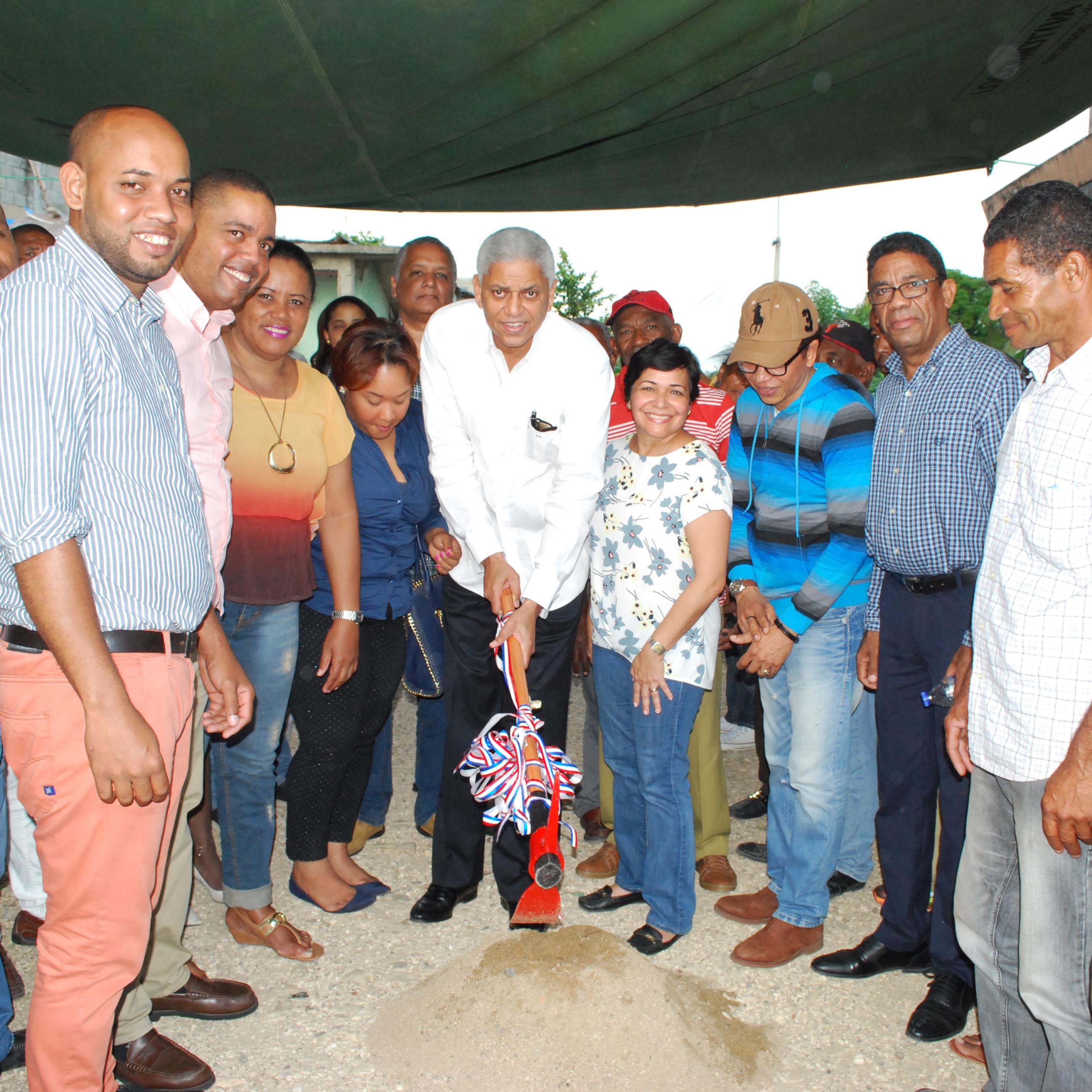 Primer Picazo para construcción de aceras y contenes en Cambita Uribe