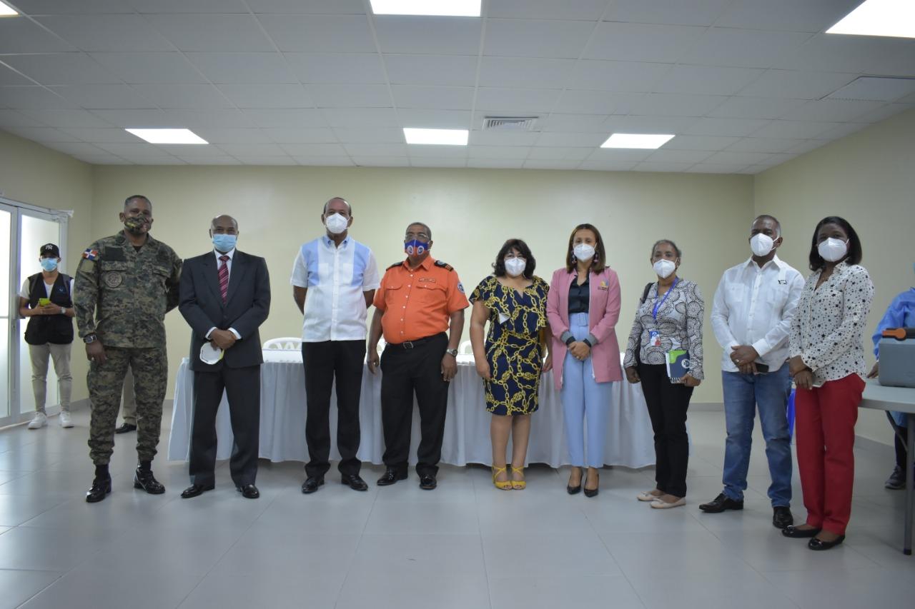 Alcaldía Municipal de San Cristóbal y demás Autoridades dan inicio al Plan de Vacunación Nacional contra el Covid-19 en la Provincia.