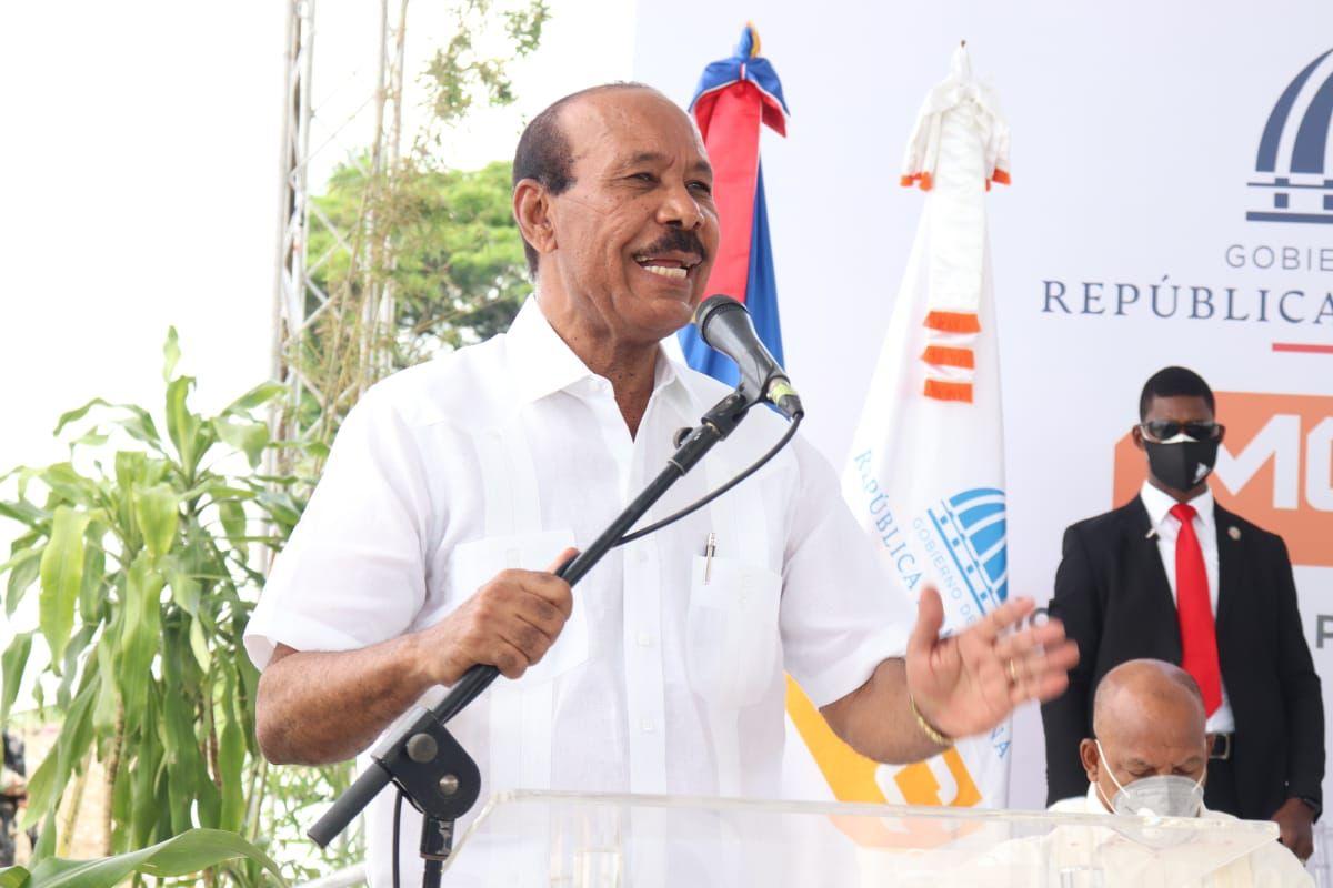 Alcalde José Montás invita a los munícipes de San Cristóbal a vacunarse contra el COVID-19.