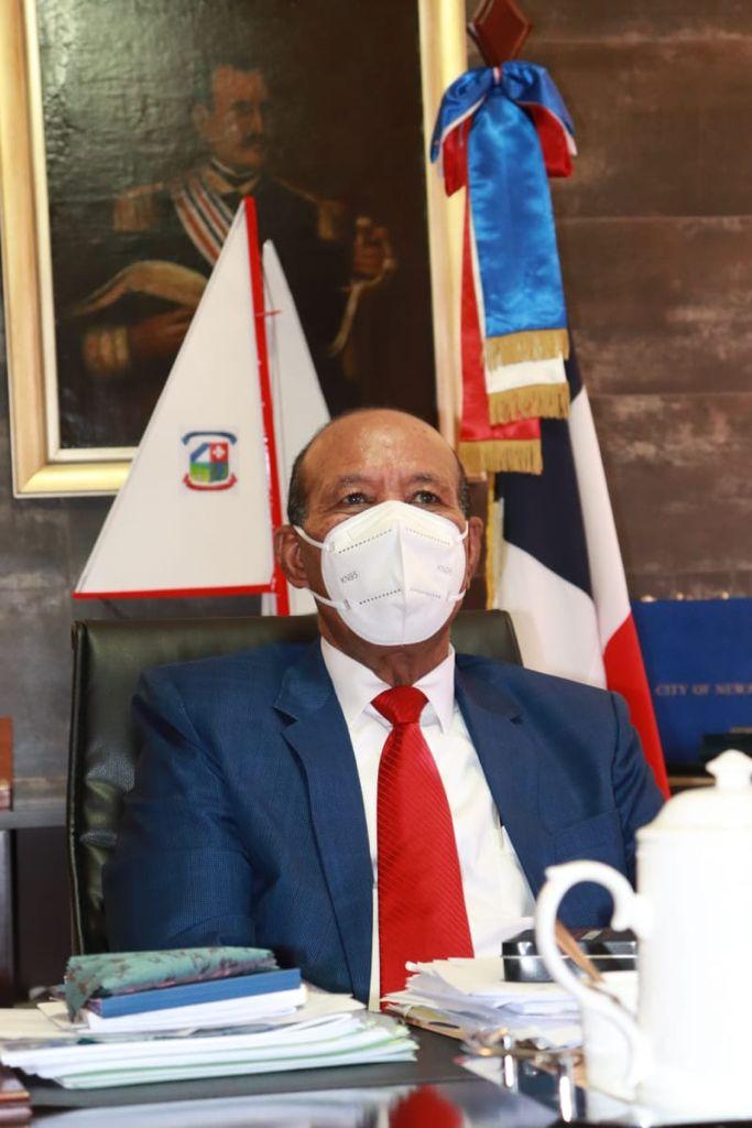 Alcalde de San Cristóbal felicita a los docentes en el Día del Maestro.